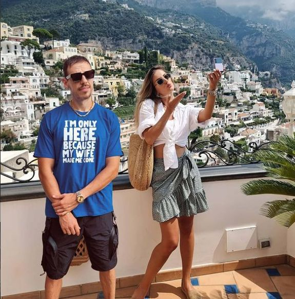 Пауза от социалните мрежи си дадоха Алекс и Дани Петканови.