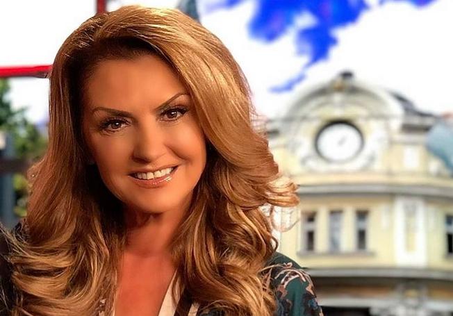Почти пред приключване на книгата си е певицата Нели Рангелова.